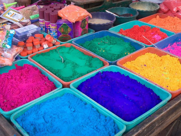 1280px-india_-_color_powder_stalls_-_7242